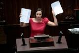 """Klaudia Jachira przerobiła """"Rotę"""". Robert Winnicki: Rozmowa o tej pani nie powinna odbywać się w poważnej debacie publicznej"""