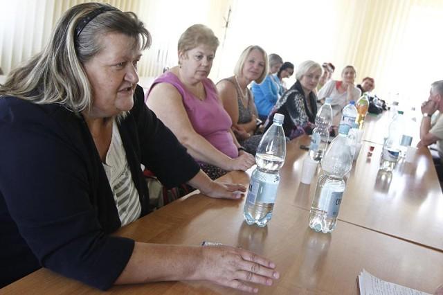 - Nie wyjdziemy z urzędu, dopóki wójt nie zmieni decyzji - zapowiada Maria Kozdra-Bułdak, była nauczycielka z Błędowej Zgłobieńskiej.