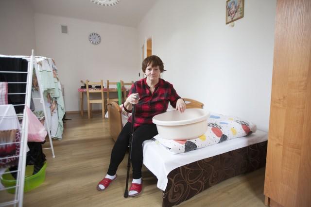 Stanisława Kazimierczak w swoim mieszkaniu