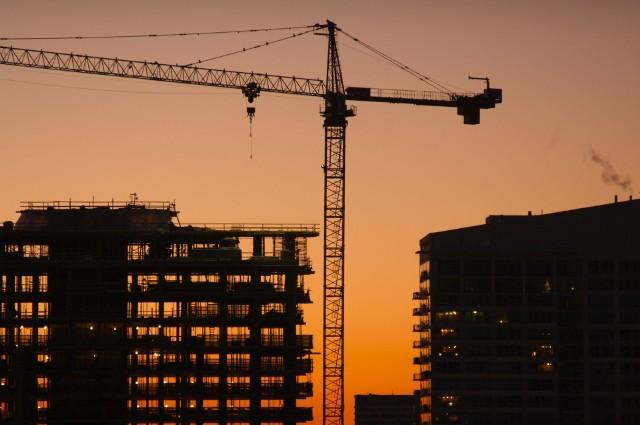 domy i mieszkaniaBudowa mieszkań skupiona jest w Polsce głównie wokół największych miast. Jeśli chodzi o budowę domów, trudno wskazać podobne prawidłowości.