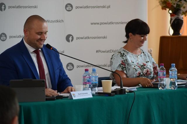 Wybór nowego wiceprzewodniczącego rady powiatu krośnieńskiego podczas ostatniej sesji, która odbyła się w auli Zespołu Szkół Ponadgimnazjalnych w Krośnie Odrzańskim.