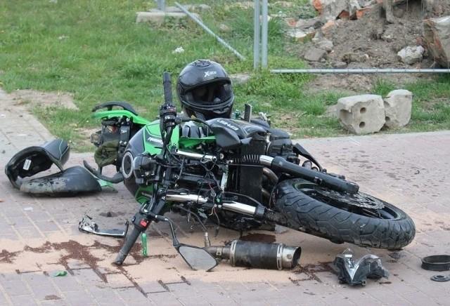 Zderzenie motocykla z samochodem. Ranny kierowca jednośladu