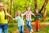 """Akcja Fundacji Hospicyjnej i """"Dziennika Bałtyckiego"""". Dzieci doświadczone stratą najbliższych spędzą dziesięć dni w ośrodku na Kaszubach"""