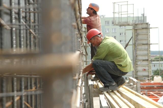 budownictwo - W budownictwie z miesiąca na miesiąc jest coraz gorzej - deklarują przedsiębiorcy.