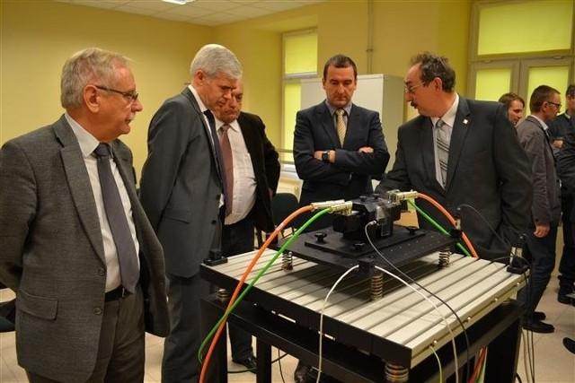 Wczoraj nowoczesne urządzenia prezentowano gościom, od nowego semestru będą z nich korzystać studenci