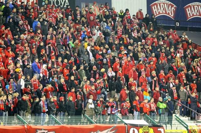 Fani Widzewa nie mogli zasiąść w Kielcach w sektorze dla kibiców gości