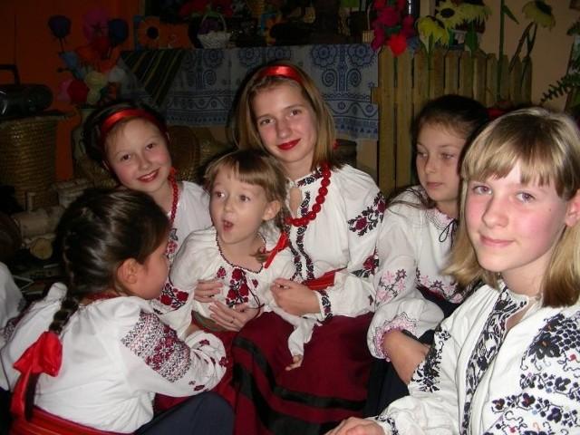 Zespół podczas uroczystej gali w GOK w Czeremsze z okazji 15-lecia istnienia Hiłoczki