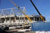Budowa stadionu ŁKS. Wykwalifikowani alpiniści na stadionie ŁKS. Będą układać membrany dachowe. Zdjęcia