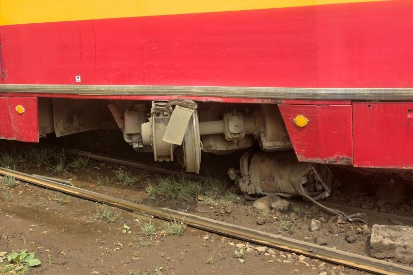 MPK Łódź: Z tramwaju linii 14 wypadł silnik. 3 osoby zostały ranne [ZDJĘCIA+FILM]