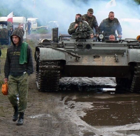 W ubiegłym roku miłośnicy militariów zmagali się z wichurą i deszczem. - W tym roku Darłowo jako żywo przypomina Stalingrad - żartują organizatorzy.