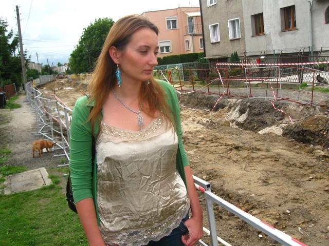 - Przecież ulica jest całkowicie nieprzejezdna, jak tu żyć - mówi Beata Małecka.