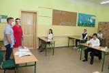 Brzezińscy ósmoklasiści zdawali egzaminy kończące szkołę