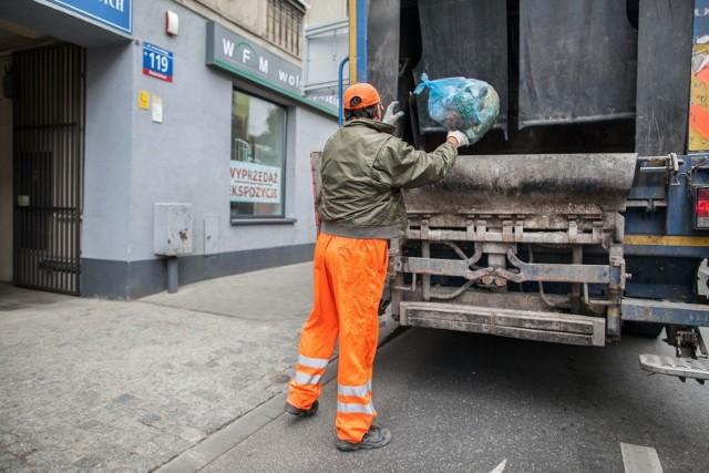 Łodzianie, którzy sortują śmieci płacą 12,69 zł miesięcznie, a ci którzy tego nie robią - 16,50 zł