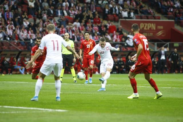 Reprezentacja Polski wygrała z Macedonią Północną 2:0 i awansowała na mistrzostwa Europy, które odbędą się w 2020 r. Gra drużyny Jerzego Brzęczka nie była wyśmienita, ale nieco lepsza niż w czwartkowym starciu z Łotwą. Warto docenić decyzje selekcjonera, dzięki którym padły bramki na PGE Narodowym. Zobacz nasze wnioski z niedzielnej potyczki eliminacji Euro 2020.