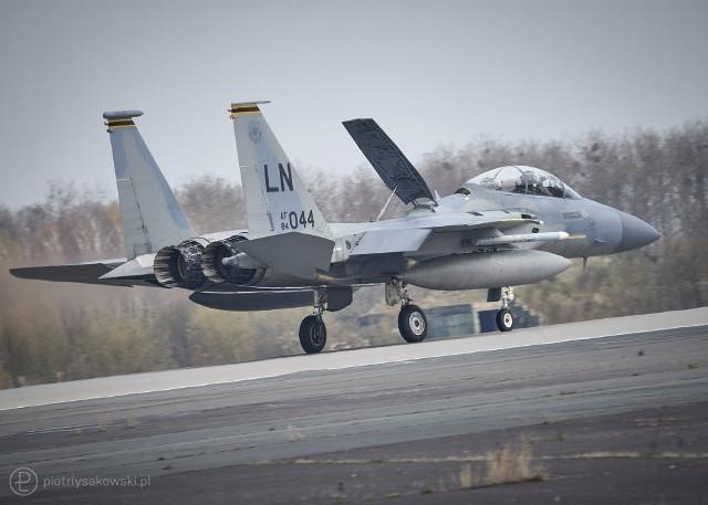 Większość samolotów zespołu, który przyleciał do Polski stanowią wielozadaniowe myśliwce F-15