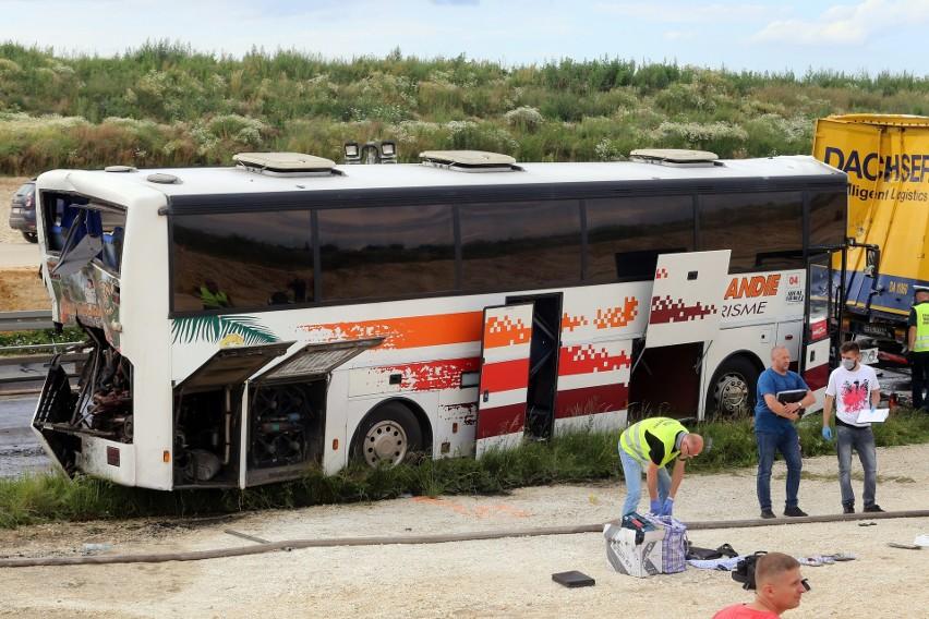 Do wypadku na DK 1 w Bogusławicach doszło w czwartek, 2...