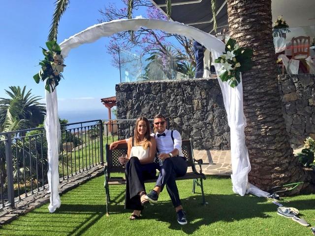 W czasie urlopu Airam Cabrera z Flavią był też na ślubie. Prezentowali się niezwykle efektownie.