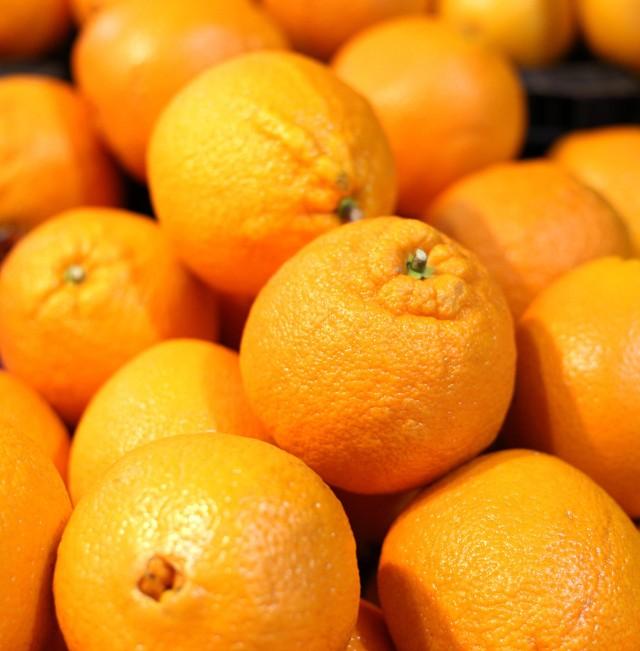 Pomarańcze zawierają 50 mg witaminy C w 100 g owoców. To dużo, ale są owoce i warzywa, które mają jej znacznie więcej. Zobacz jakie ---->
