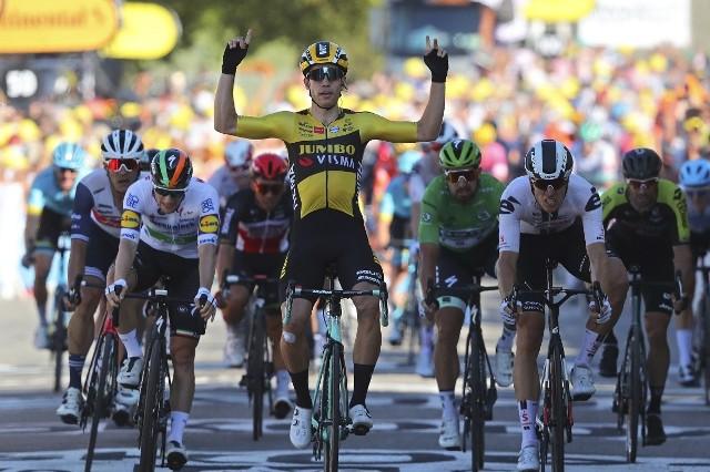 Wreszcie ciekawy etap na TdF. Wygrał van Aert, pecha miał Sagan, błysnął Kwiatkowski