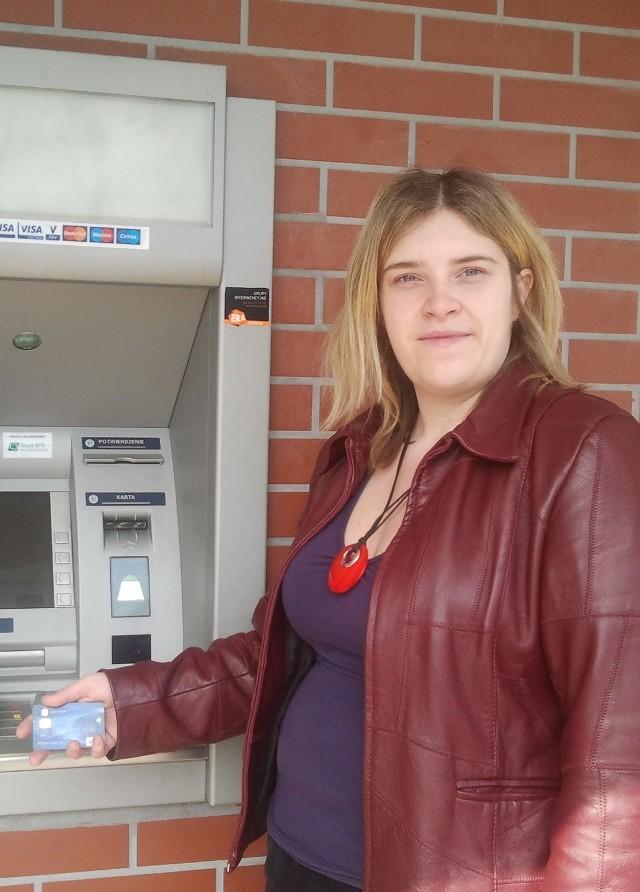 Natalia Budzyńska z Chrzanowa, zanim wypłaci pieniądze z bankomatu, zawsze dokładnie sprawdza urządzenie