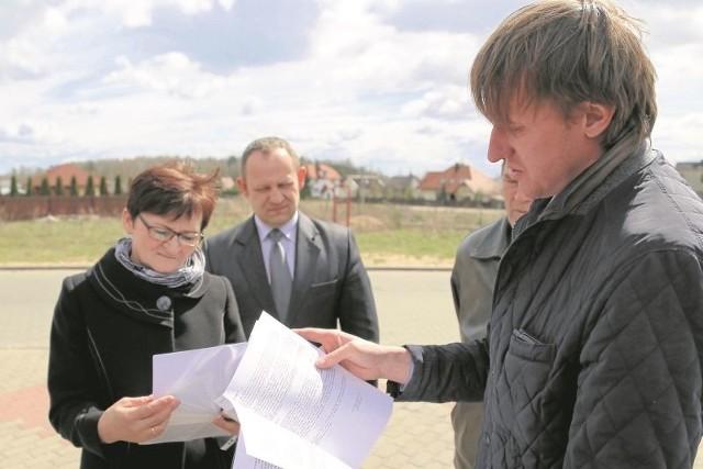 Ludmiła Sawicka, Mariusz Romanowicz i Piotr Todorczuk (od lewej) o błędnym wniosku powiadomili ministra administracji
