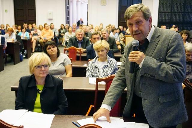 Reforma oświaty w Łodzi: Kurator nie bronił zmian,  bo nie dotarł na debatę w UMŁ