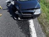 Wypadek na DK74. Zderzyły się trzy auta, jedna osoba została ranna ZDJĘCIA