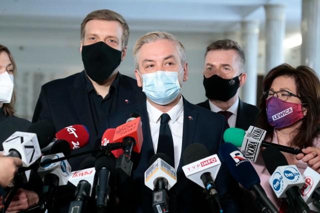 – Skłoniliśmy rząd do rozmów. Doprowadziliśmy do tego, że rząd zaczął rozmawiać z opozycją– chwalił Robert Biedroń.