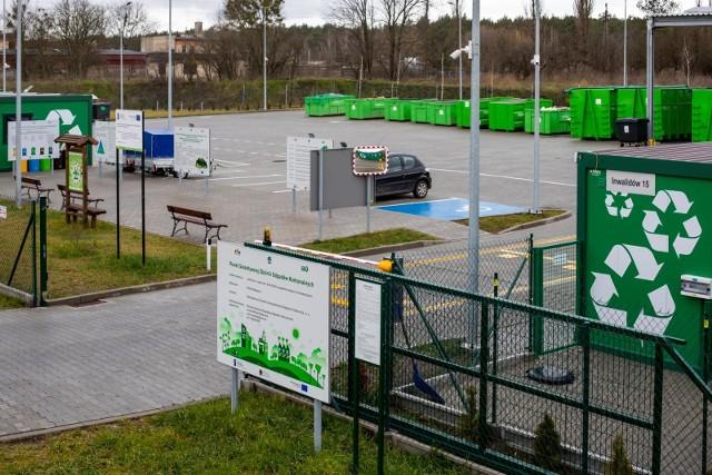 W Bydgoszczy otwarte są wszystkie Punkty Selektywnej Zbiórki Odpadów Komunalnych. Na terenie podbydgoskich gmin zamknięto jedynie PSZOK w Żołędowie oraz mobilne punkty w Ostromecku i Czarżu. W pozostałych miejscowościach PSZOK-i funkcjonują normalnie - stan na 18 listopada 2020.