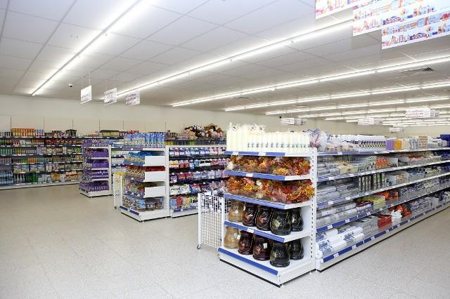 Cześć asortymentu jest stała, pozostała zmienia się. Klienci lubią tę sklep za różnorodny asortyment w przystępnych cenach.