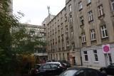 Łódź. Rewitalizacja ulicy Piotrkowskiej. Fachowcy odnawiają kamienice, podwórka i zabytkowe studnie