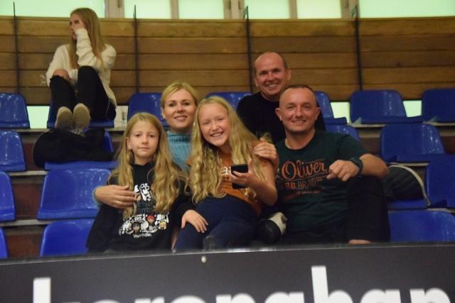 W sobotę 18 września Suzuki Korona Handball Kielce przegrała we własnej hali z KPR Gminy Kobierzyce 19:26. Byłeś na tym meczu? Znajdź się na zdjęciach!