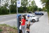 Mieszkańcy krytykują poszerzenie płatnej strefy parkowania. Sami nie mają gdzie zostawiać swoich samochodów