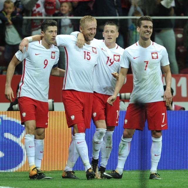 Robert Lewandowski (pierwszy z lewej) i Piotr Zieliński (drugi z prawej) dostaną najwięcej za awans