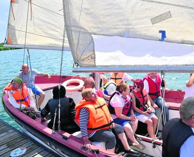 Dużą atrakcją spotkania były rejsy po Jeziorze Tarnobrzeskim pod okiem wykwalifikowanej kadry żeglarzy