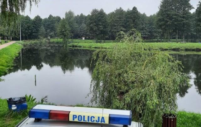 Trwa postępowanie w sprawie śmierci 21-letniej kobiety, której ciało znaleziono nad zalewem w Żelechlinku.