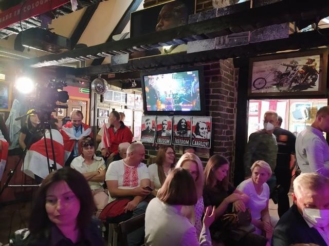 W niedzielę (13 czerwca) do 6ścianu przyszły tłumy. Byli zarówno stali klienci białostockiego pubu, jak i Białorusini.