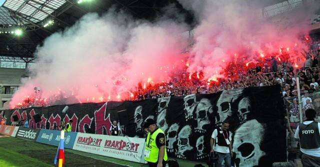 Kibice Piasta Gliwice odpalili race. Klub został ukarany kara pieniężną