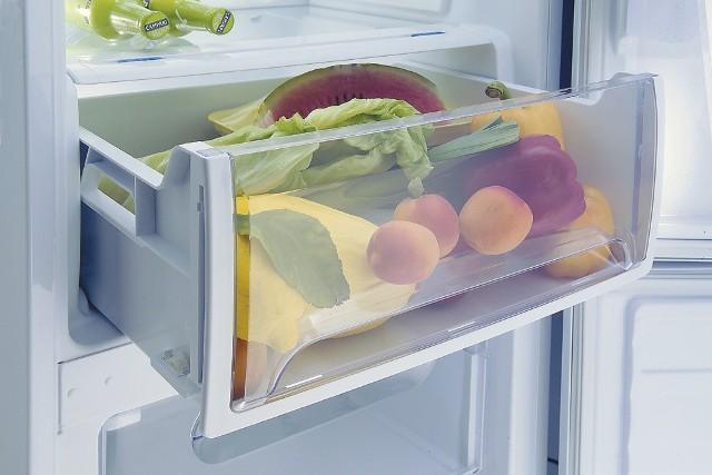 Przechowywanie owoców w lodówceOwoce świetnie smakują na surowo, jako dodatek do koktajli, pierogów czy ciast. Jednak, by jak najdłużej zatrzymać ich smak, musimy je dobrze przechowywać.