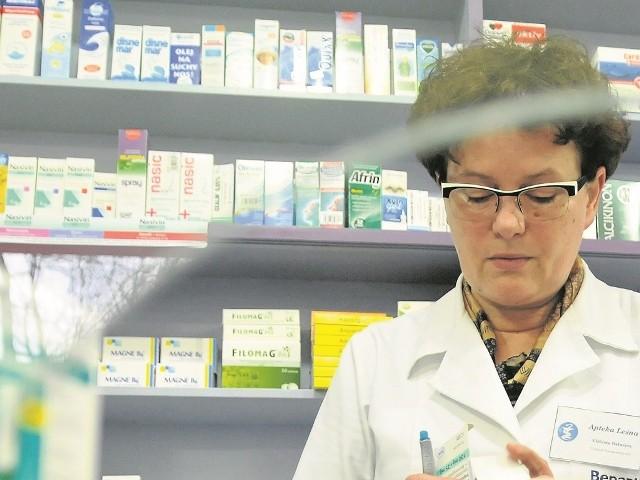 Na braki leków skarżą się nie tylko pacjenci, ale także aptekarze. Dzień zaczynają od wydzwaniania po hurtowniach i producentach.