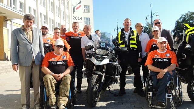 Członków wyprawy pożegnali przedstawiciele władz miasta. Konwój wyruszył wczoraj rano z Torunia. Zgodnie z planem pierwszego dnia miał dojechać do Tallina