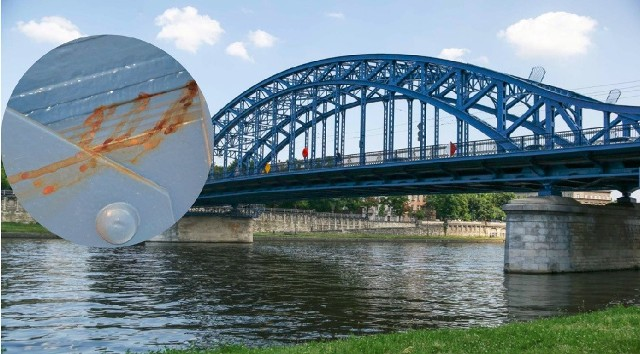 Na moście Piłsudskiego znów pojawiła się korozja. Obiekt czeka kolejna naprawa.