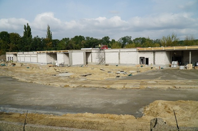 Na placu budowy można już zobaczyć mury nowego schroniska. Zostały już położone dachy i powoli rozpoczynają się prace wykończeniowe.Przejdź do kolejnego zdjęcia --->