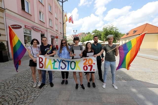 Pierwszy Marsz Równości w Białymstoku odbędzie się 20 lipca 2019 roku. Na zdjęciu członkowie i członkinie Tęczowego Białegostoku.