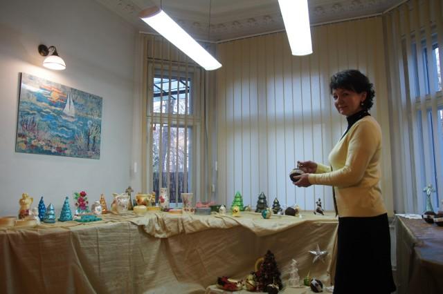 Małgorzata Rosół, kierownik Środowiskowego Domu Samopomocy zaprasza do obejrzenia wystawy