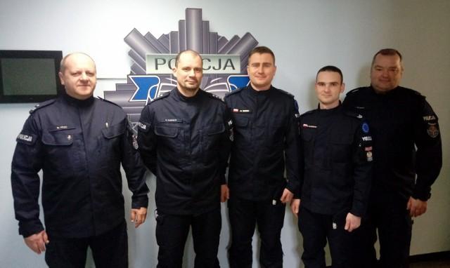 Inspektor Robert Kasprzyk (drugi z lewej) został nowym szefem Komendy Miejskiej Policji w Poznaniu.