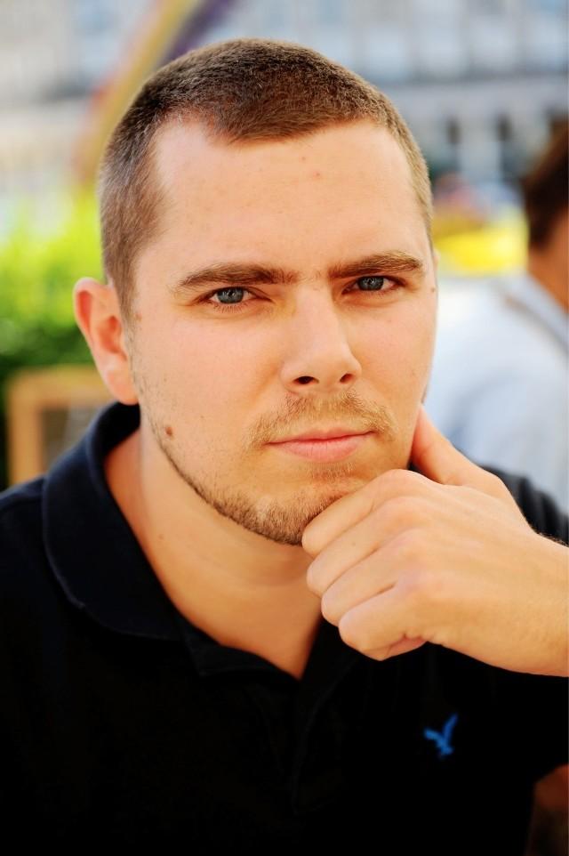Piotr Zychowicz uważa, że powstańcom należy się najwyższy szacunek, ale krytykuje oficerów, którzy rozpoczęli powstanie