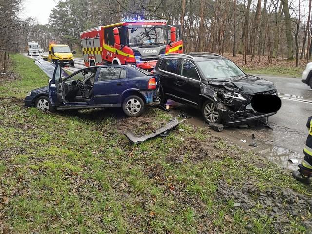 W wypadku w Kobylarni koło Bydgoszczy zderzyły się dwa samochody osobowe. Jedna osoba trafiła do szpitala
