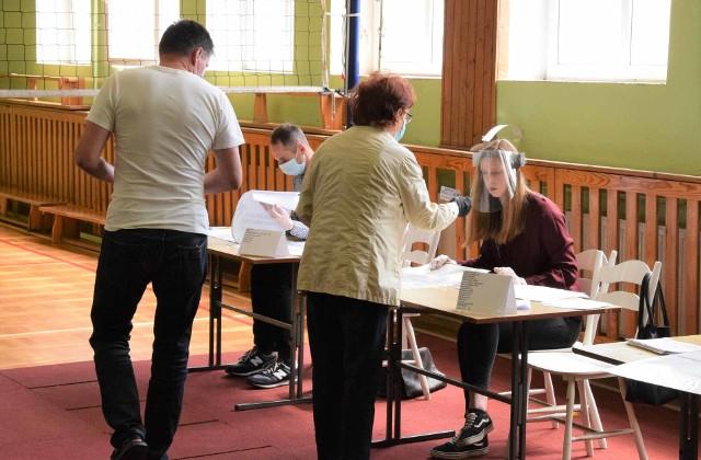 Druga tura wyborów prezydenckich 2020. W powiecie inowrocławskim frekwencja o godz. 12 wynosiła 23,76 proc.