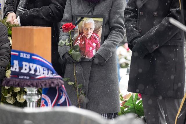 Mirosław Graczyk został pochowany na Cmentarzu Nowofarnym w Bydgoszczy.Cześć Jego Pamięci!